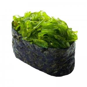 Суши с маринованными водорослями